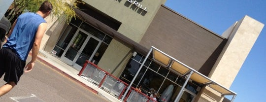 Chipotle Mexican Grill is one of Ashley 님이 좋아한 장소.