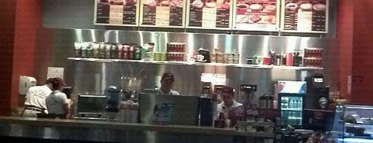 Juan Valdez Café is one of Posti che sono piaciuti a Monica.