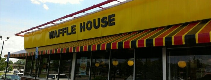 Waffle House is one of Lugares favoritos de Kyle.