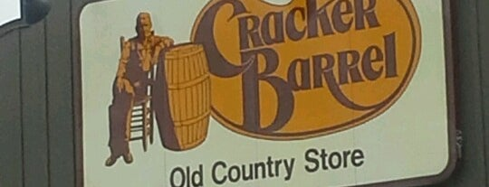 Cracker Barrel Old Country Store is one of Posti che sono piaciuti a Susana.
