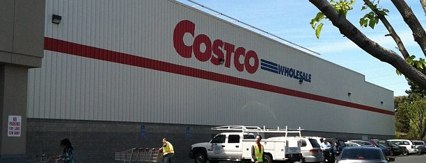 Costco is one of Lieux qui ont plu à Dominic.