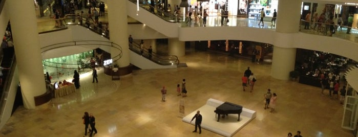 Pacific Place is one of Locais curtidos por Emily.