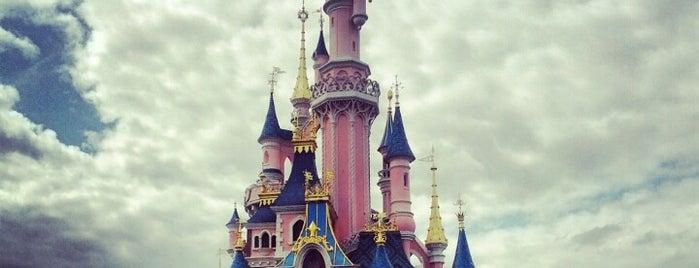 ディズニーランド・パリ is one of Theme Parks I've Visited.
