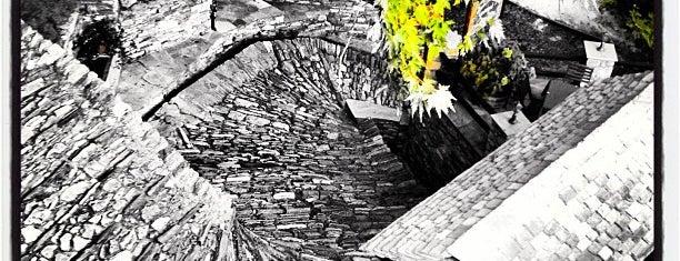 """""""Απόλαυση"""" Παραδοσιακή Ταβέρνα is one of Lugares favoritos de Giorgos."""