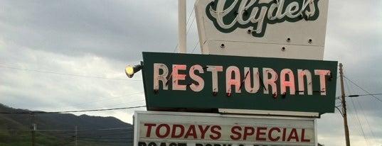 Clyde's Restaurant is one of Locais curtidos por Jeff.