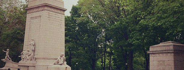 Maine Monument is one of New York Museums.