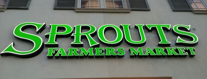 Sprouts Farmers Market is one of Lugares favoritos de Lawrence.