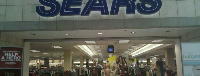 Sears is one of Zenaさんのお気に入りスポット.