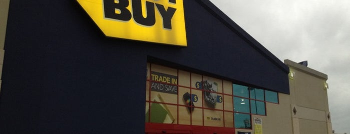 Best Buy is one of Locais curtidos por Roberto.