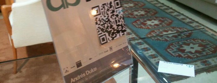 Andres Dulce is one of Negocios que utilizan Qr Code en el escaparate.