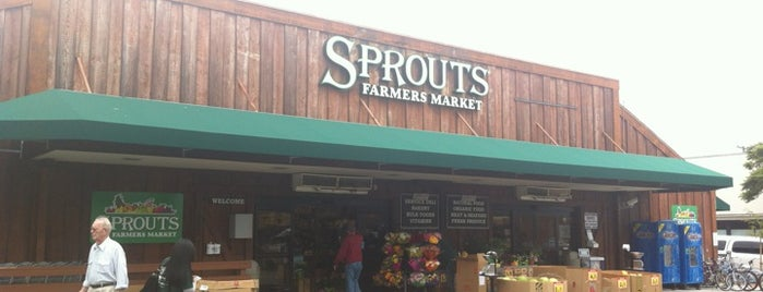Sprouts Farmers Market is one of Bernieさんのお気に入りスポット.