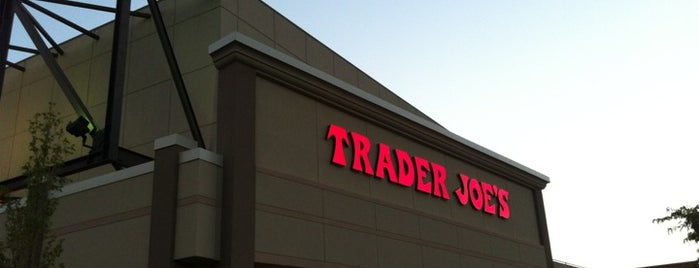 Trader Joe's is one of Lieux sauvegardés par Jackie.