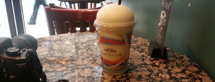 Caffè Nero is one of Lieux qui ont plu à Chris.