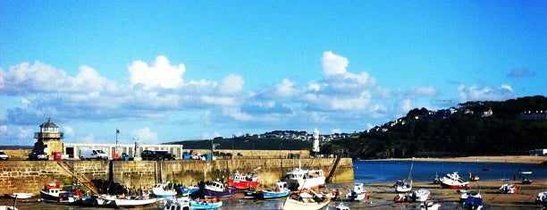 St Ives Harbour and Beach is one of S'ın Beğendiği Mekanlar.