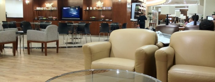 VIP Lounge Iberia is one of Orte, die Alejandro gefallen.