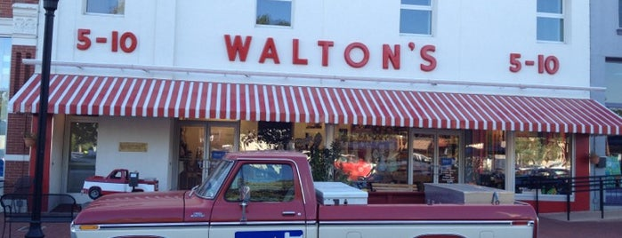 Waltons Five and Dime is one of Lieux qui ont plu à Suzanne E.