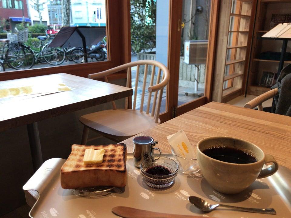 迷人老舖裡的極厚火腿三明治|Pelican Café