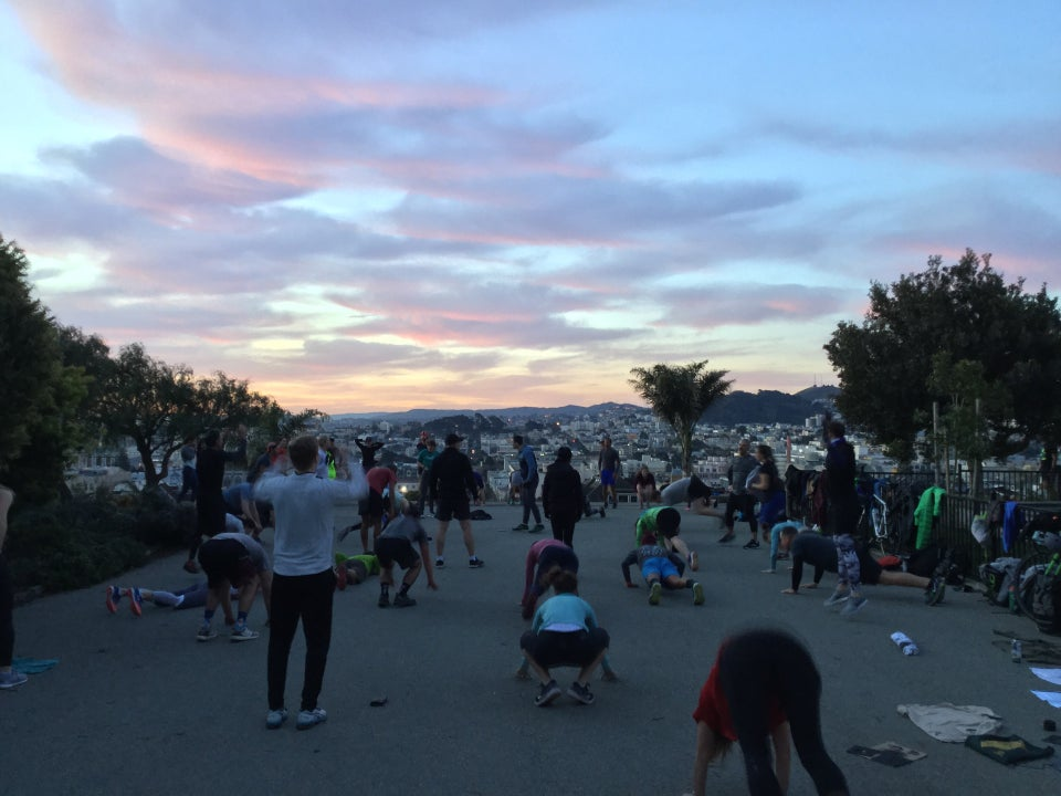 Cotton candy scattered clouds over the mesa the top of Alta Plaza park with about 30 or so people working out at November Project San Francisco.