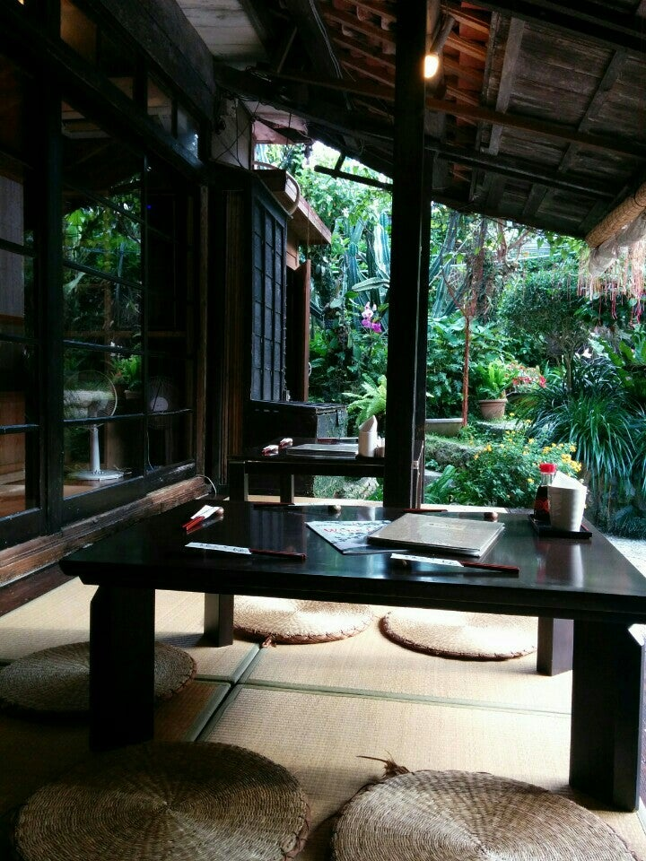琉球茶房ASHIBIUNA