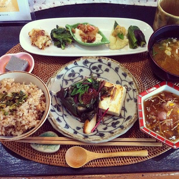 玄米食の店 のら (NORA)